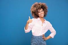 Портрет афро девушки в eyeglasses Стоковое Изображение