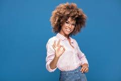 Портрет афро девушки в eyeglasses Стоковая Фотография