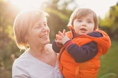 Портрет бабушки с внуком стоковая фотография rf