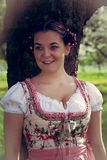 Портрет баварской девушки в dirndl Стоковое Фото