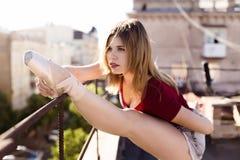 Портрет балерины на крыше Стоковое Изображение RF