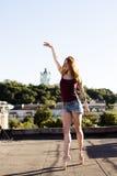 Портрет балерины на крыше Стоковые Изображения
