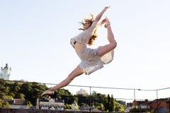 Портрет балерины на крыше Стоковые Фото