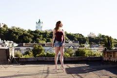 Портрет балерины на крыше Стоковое Фото