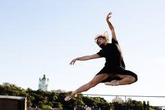 Портрет балерины на крыше Стоковые Фотографии RF