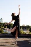 Портрет балерины на крыше Стоковое фото RF