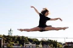 Портрет балерины на крыше Стоковые Изображения RF