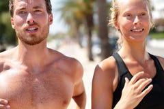 Портрет бегунов человека и женщины - соедините jogging Стоковое Изображение RF