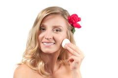 Портрет белокурой женщины с длинными здоровыми волосами Красота и курорт, девушка с совершенной кожей стоковое фото rf