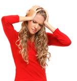 Портрет белокурой женщины с строгой головной болью Стоковые Изображения