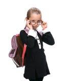 Портрет белокурой девушки в glassesl с сумкой школы Стоковые Изображения