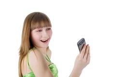 Портрет белокурой девушки с мобильным телефоном Стоковые Фото