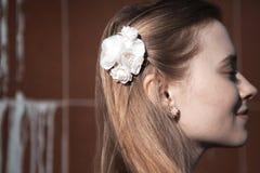 Портрет белокурой женщины девушки снаружи Стоковое Фото