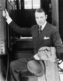 Портрет бизнесмена всходя на борт поезда (все показанные люди более длинные живущие и никакое имущество не существует Гарантии по Стоковые Изображения RF
