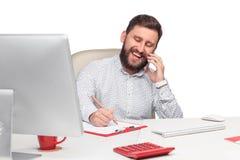 Портрет бизнесмена говоря на мобильном телефоне внутри Стоковая Фотография RF
