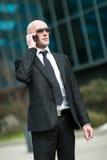 Портрет бизнесмена говоря на телефоне Стоковая Фотография
