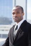 портрет бизнесмена на предпосылке небоскребов Стоковое Изображение RF