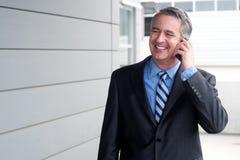 Портрет бизнесмена на телефоне Стоковые Изображения