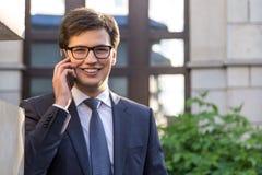 Портрет бизнесмена на телефоне Стоковые Фотографии RF