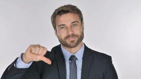 Портрет бизнесмена показывая жестами большие пальцы руки вниз сток-видео