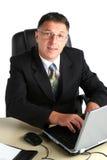 Портрет бизнесмена с компьютером Стоковое Изображение RF