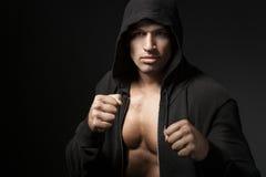 Портрет бойца сильного человека изолированный на черноте Стоковое Изображение