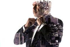 Портрет бородатого бизнесмена Город двойной экспозиции на предпосылке Стоковое Изображение RF