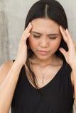 Портрет больной женщины с головной болью, стресса, мигрени Стоковая Фотография