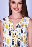 Портрет брюнет волос красивой молодой сексуальной женщины длинного излечивает Стоковые Фото