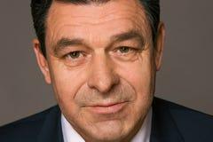 Портрет брюнет средн-постаретого бизнесменом стоковая фотография rf
