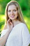 Портрет близкий вверх молодой красивой женщины Стоковые Фото