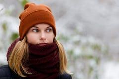Портрет блондинкы в парке Стоковое фото RF