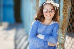 Портрет весны девочка-подростка outdoors Стоковые Фото