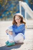 Портрет весны девочка-подростка outdoors Стоковые Изображения