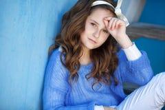 Портрет весны девочка-подростка outdoors Стоковые Фотографии RF