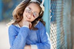Портрет весны девочка-подростка outdoors Стоковое Изображение