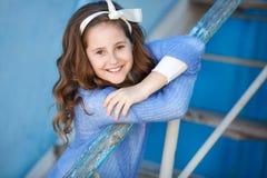 Портрет весны девочка-подростка outdoors Стоковое Фото