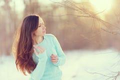 Портрет весны девушки снаружи Стоковые Фото