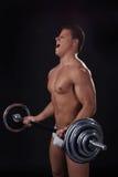 Портрет весов молодого спортсмена поднимаясь Стоковое фото RF