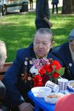 Портрет ветерана войны слушая к другой говорить ветерана Стоковое Фото