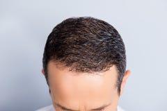 Портрет взгляд сверху брюнет, ультрамодного, аккуратного, опытного ` s человека в стоковая фотография rf