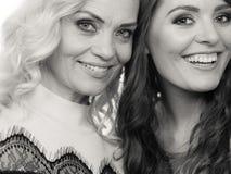 Портрет взрослой дочери с матерью Стоковые Фотографии RF