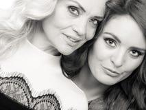 Портрет взрослой дочери с матерью Стоковые Изображения RF