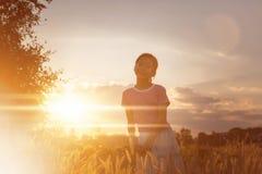 Портрет внешнего ребенка девушки на азиатском внешнем поле рисовых полей Стоковые Изображения RF