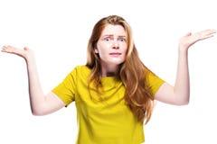 Портрет вопросительной девушки youg изолированной на белизне Стоковое Изображение RF