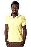 Портрет вскользь молодого африканского человека стоковые фото