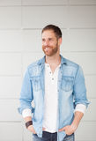 Портрет вскользь парня с рубашкой джинсовой ткани Стоковое Изображение RF