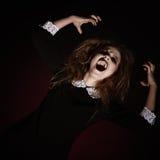 Портрет вспугнутой кричащей молодой женщины Стоковая Фотография