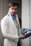 Портрет в профиле красивого молодого человека на магазине стоковое фото rf