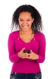 Портрет говорить маленькой девочки африканский на телефоне стоковое изображение rf
